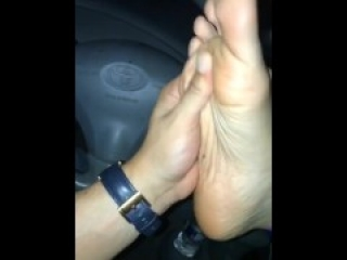 Mature Latina toes sucked on first date