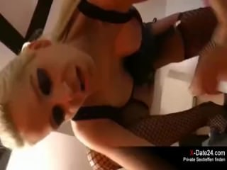 Anal Date mit blonder Latex Sau
