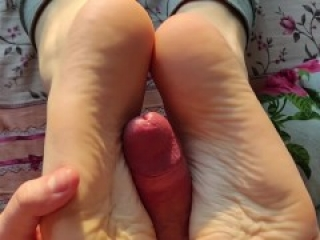 Cum on Feet & Toes for my hot tinder date. Solejob & Footjob