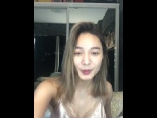 Sachzna Laparan downblouse on live stream [pinay model]